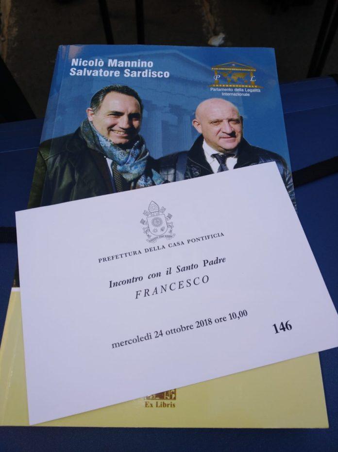 """Papa Francesco fa """"suo"""" il titolo del libro """"Peccatori si corrotti mai"""""""