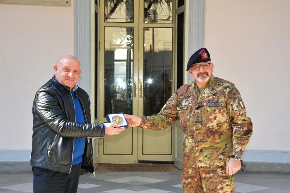 Un'Ambasciata del Parlamento della Legalità Internazionale in casa Esercito italiano